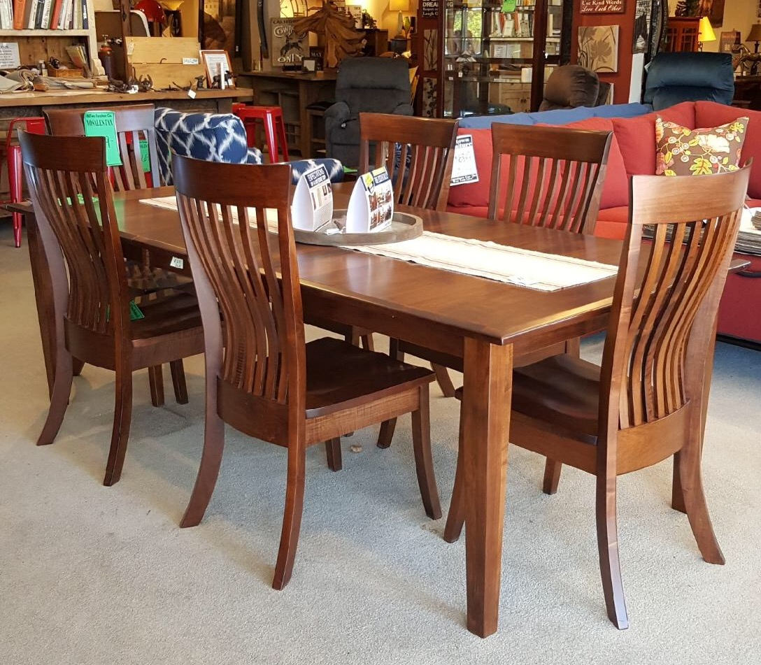Maple dining room set amish maple wood kids dining table for In n out dining room hours